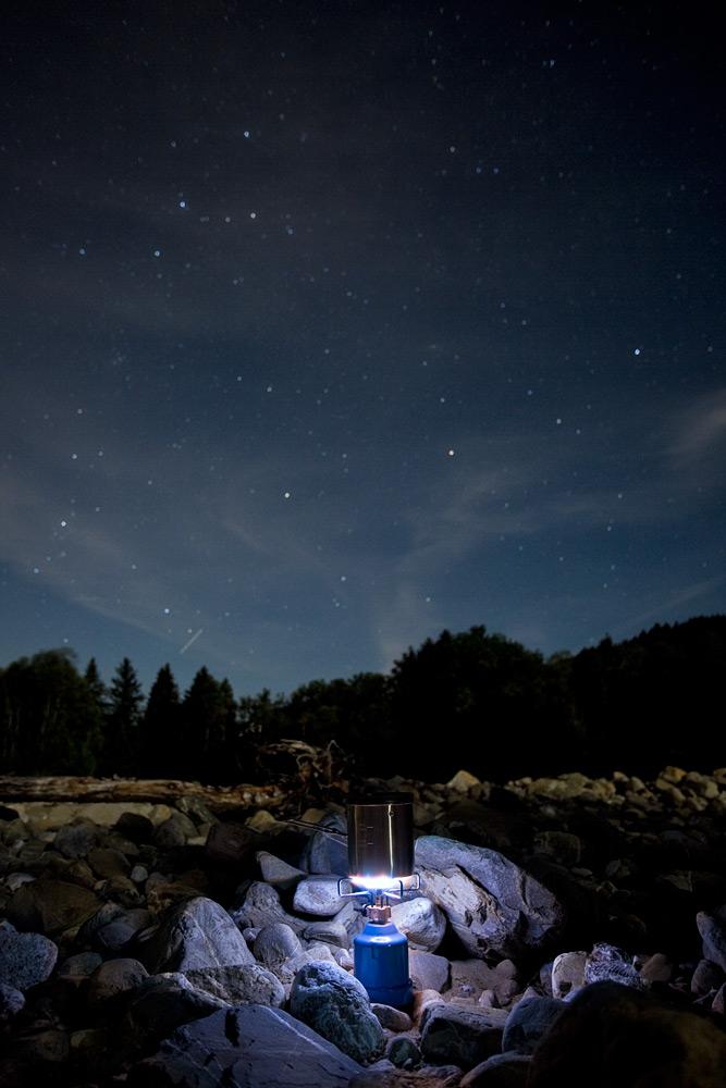 Sterne und Steine - ein Gaskocher an der Sense