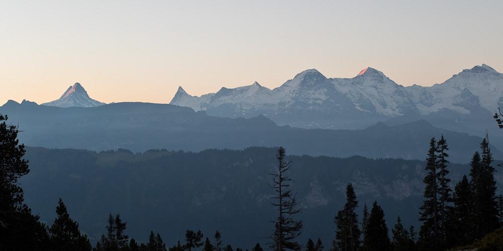 Die Alpen im ersten Sonnenlicht
