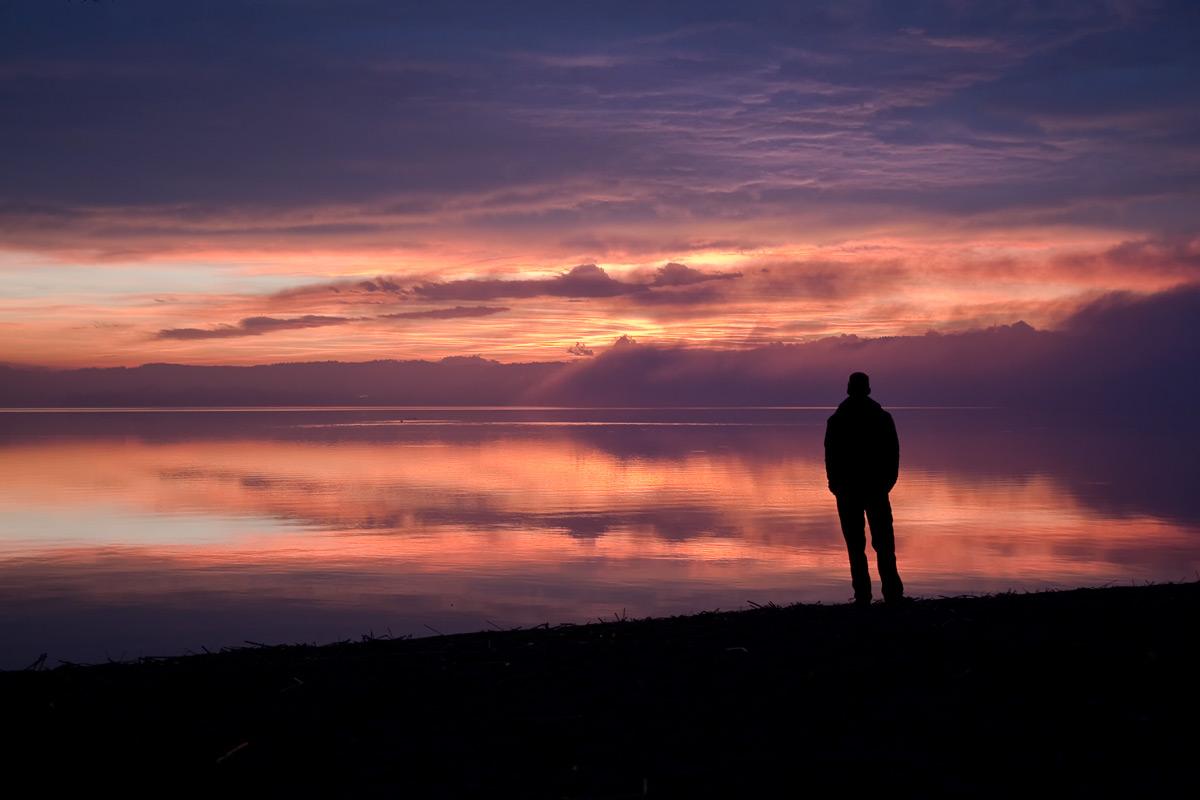 Gewaltiger Sonnenaufgang über dem Murtensee